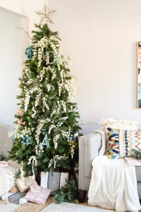 simple-bohemian-christmas-tree-decor